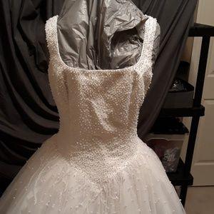 Wedding dress size 10 White pearl beads silky
